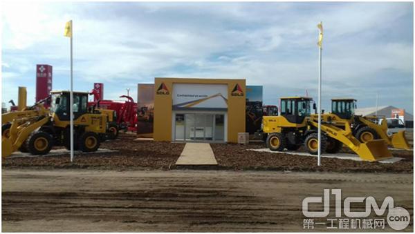 大型农机展首次在乌举办 上万台设备亮相新疆国