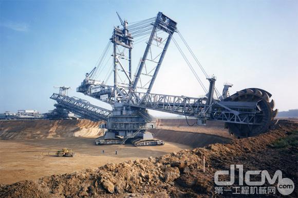 图4:德国超大型轮斗挖掘机Bagger 293
