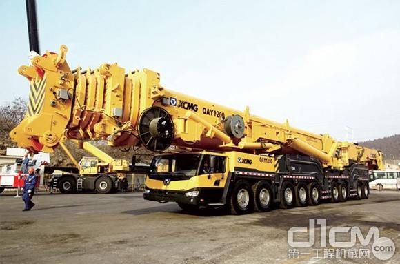图7:QAY1200型1200吨全路面起重机
