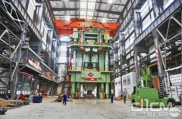 图11:中国独有的8万吨级模锻液压机