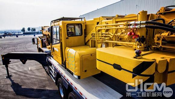 XCT55L6的油耗低 自投入市场以来,XCT55L6先后在江苏、湖北、河南、河北、云南、广东、浙江、湖北、贵州等地的桥梁、设备安装等建设项目中承担吊装任务,它凭借在大臂长大幅度工况下仍具有领先的吊重性能优势,轻松完成各项吊装任务,赢得用户广泛赞誉。 从以上六大特性性不难看出,徐工XCT55L6起重机是针对中国市场地域多样性的特点研发,能够轻松应对多种极端作业环境,拥有高可靠性及出色的吊装能力。同时,其优异的燃油效率更保证了在设备在单位时间内能创造更多价值,是顾客事业拓展的基石。 责任编辑:Yaodl
