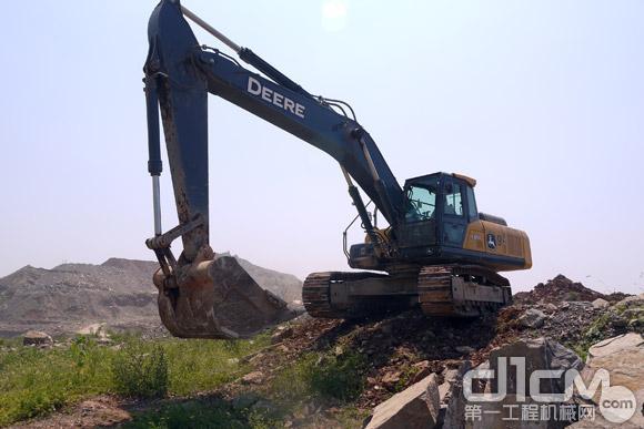 约翰迪尔E360LC挖掘机在现场施工