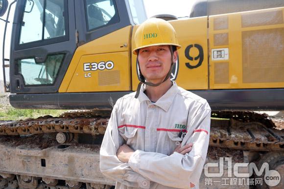 冀东水泥唐山分公司一线工作的设备操作员张鹏师傅