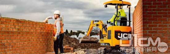 JCB小型紧凑挖掘机:节油21%,生产率提升27%