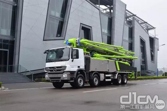 ▲中联重科4.0版精品泵车引领行业升级换代。
