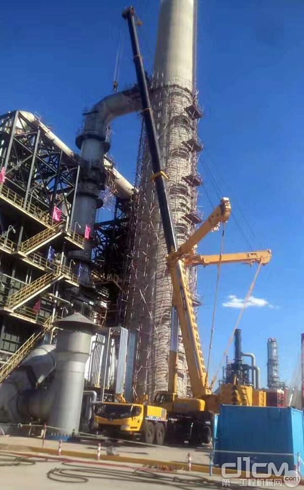 徐工XCA450全地面起重机在做石化行业吊装