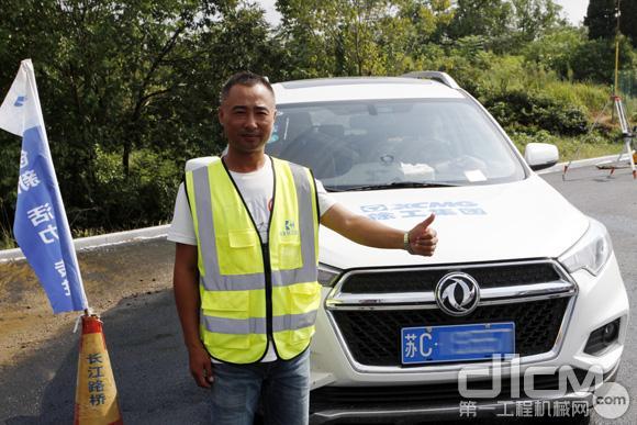 来自湖北长江路桥机械养护分公司维修服务中心经理马涛对徐工道路机械给予了高度评价!
