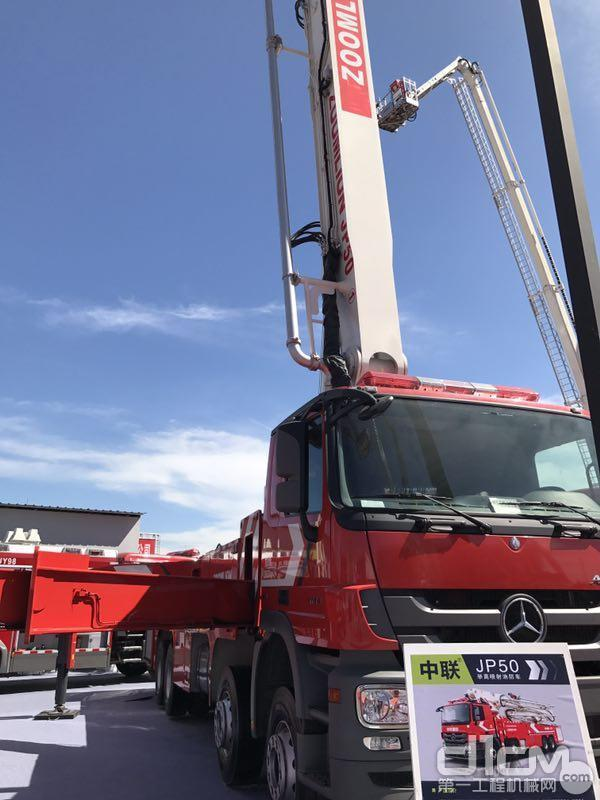 """被誉为""""战狼""""的JP50大跨距举高喷射消防车"""