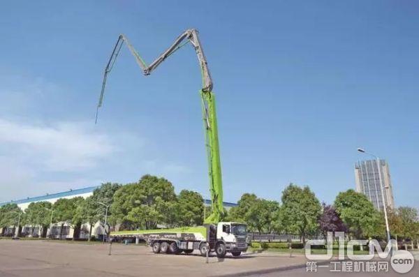 中联重科混凝土泵车4.0产品家族的新成员——63米4.0泵车