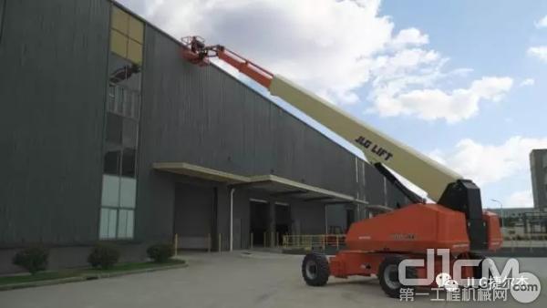 图为捷尔杰直臂式高空作业平台1100SJ应用于焊接作业