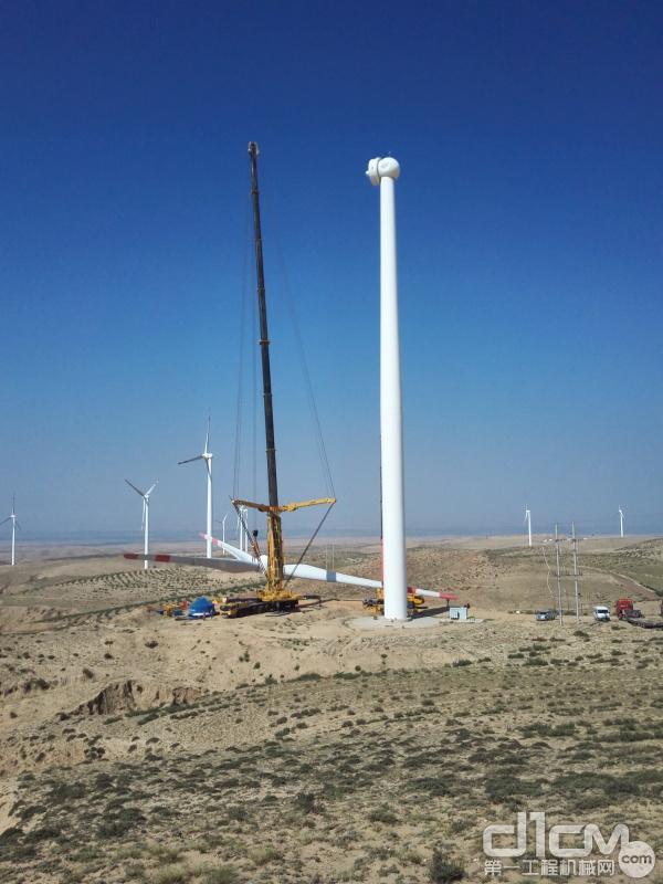 徐工全地面起重机吊装风机