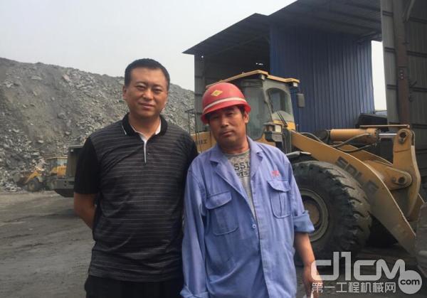 山东临工区域经理尹继明(左)和矿上设备负责人杜印满(右)