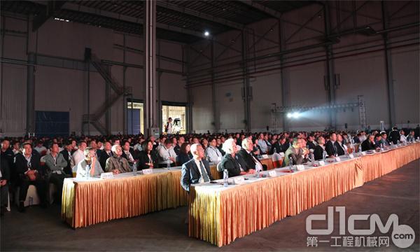 卡特彼勒徐州工厂液压挖掘机产量突破十万台庆典现场