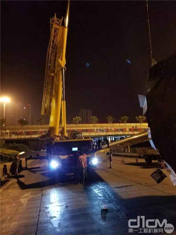 XCT100在夜间施工