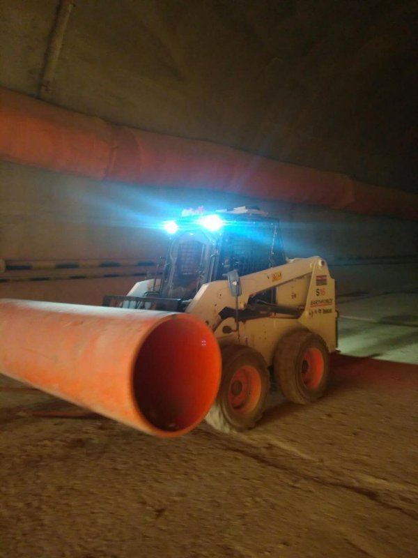 强大的照明系统也让山猫在隧道施工中安全性更高