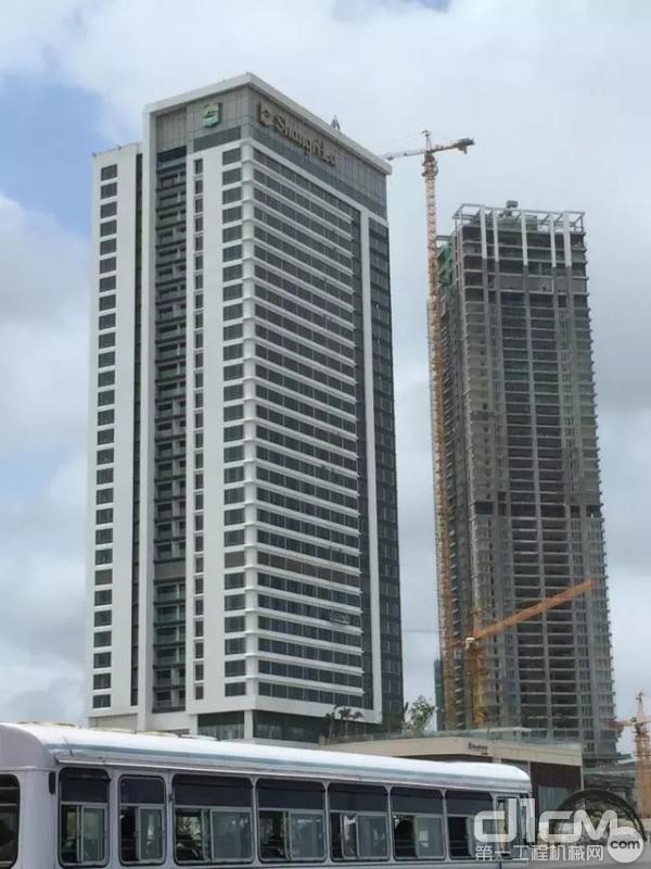 中联重科塔机正在建设科伦坡海港城香格里拉项目项目