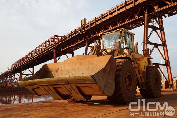 沃尔沃建筑设备在日照港施工作业