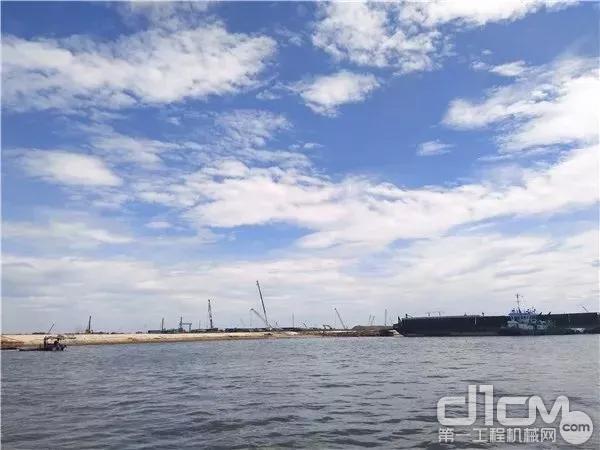 徐工成套起重机产品遍布文莱海岸线