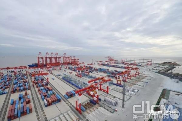 全球单体最大的全自动化码头开港洋山港