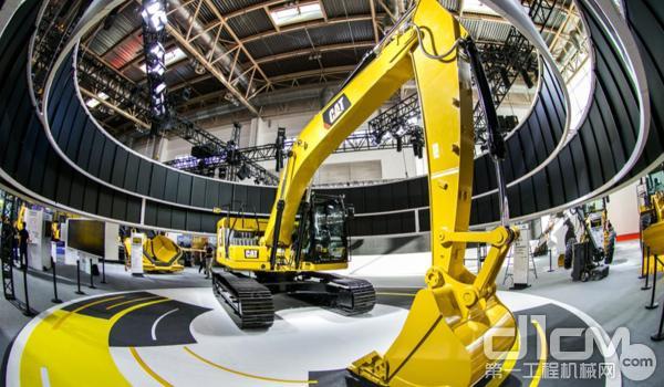 智能机器的魅力 卡特彼勒320液压挖掘机