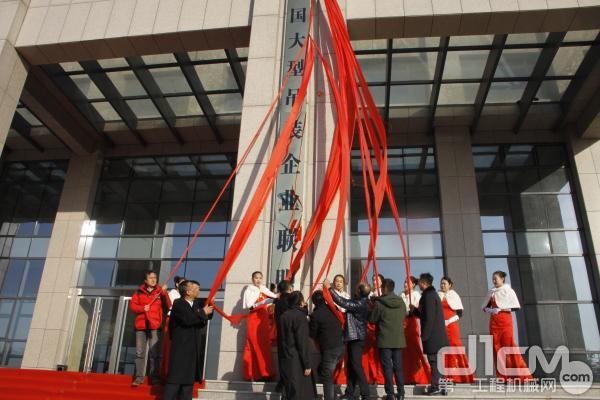 聚集儿子资源 中国父亲型吊装企业结盟在地脊东方正式成立