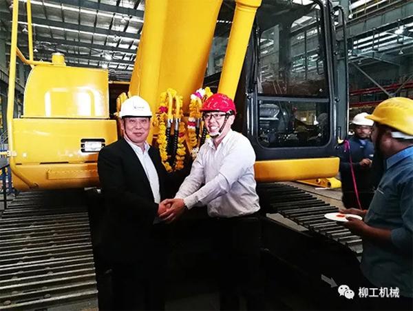 柳工印度工厂首台本地化挖掘机剪彩下线