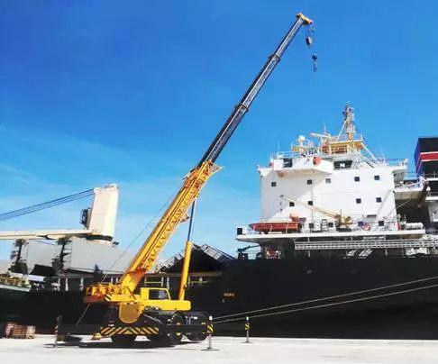 徐工越野吊在加勒比地区最大的船舶维修港作业