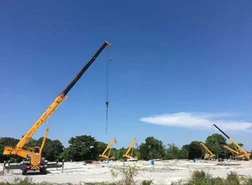 徐工12台越野起重机参与菲律宾房建项目