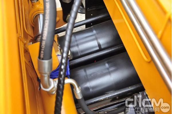 三一C8泵车配置大缸径、大排量泵送系统