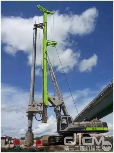 ▲ZR360C助力泛婆罗高速路项目施工