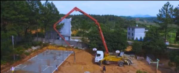 人工可能需要200个人工作1小时做完的工作,一台30米C8泵车就能轻松搞定