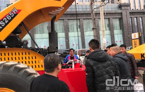 科泰重工产品吸引众多客户驻足而观