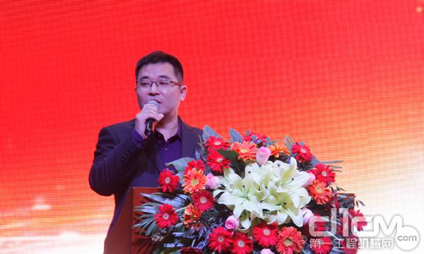 河南聚益工程机械设备有限公司销售总监肖泽辉讲到