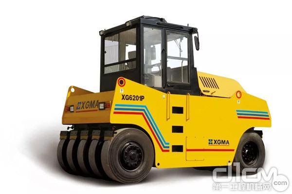 厦工XG6201P型轮胎式压路机