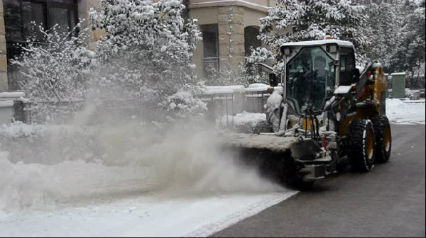 除雪,柳工在行动
