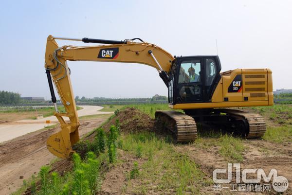 新一代Cat 323液压挖掘机使您以最低的成本实现最大化生产效率