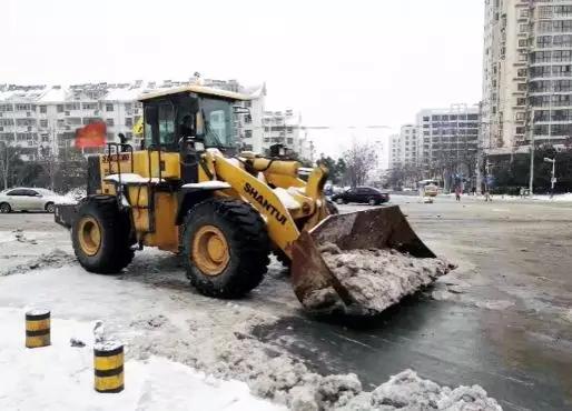 山推装载机助力除雪