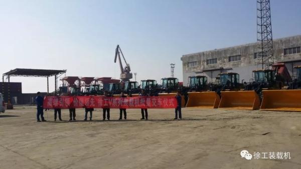 """新疆库尔勒市千余台大型工程机械设备""""落户"""""""
