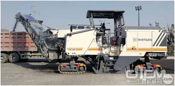 全新 W 205:杰出性能 – 具有超强铣刨能力的冷铣刨机