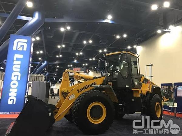 柳工北美公司携其明星产品—CLG856H亮相美国路面维修和交通安全行业展WORLD OF ASPHALT
