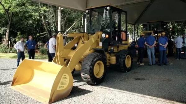山工装载机新品在巴西上市