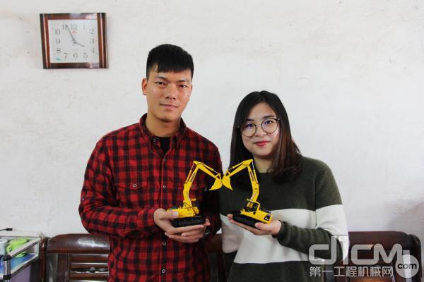 小松挖掘机用户徐志勇和妻子携手创业打拼