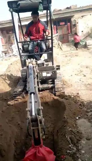 三一微挖在施工