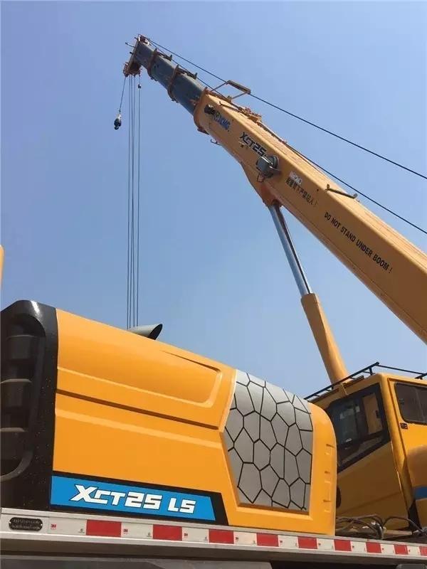 在武汉,XCT25抢修大型设备