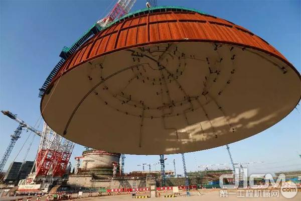 """中联重科3200吨履带吊""""华龙一号""""6号机组穹顶吊装"""