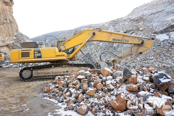 兆华石料厂的小松履带式挖掘机