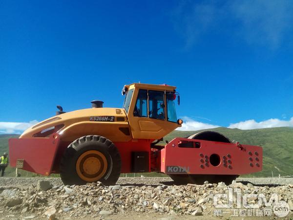 科泰KS266H-2全液压单钢轮振动压路机在高原地带施工