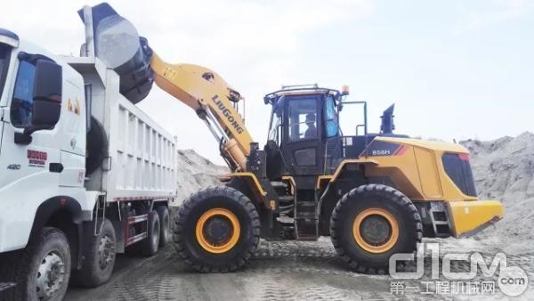 柳工CLG856H装载机施工