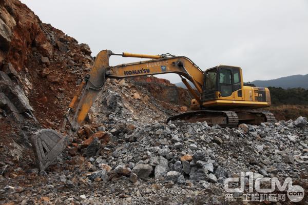 小松PC240LC-8型挖掘机(工作小时数:12600小时)