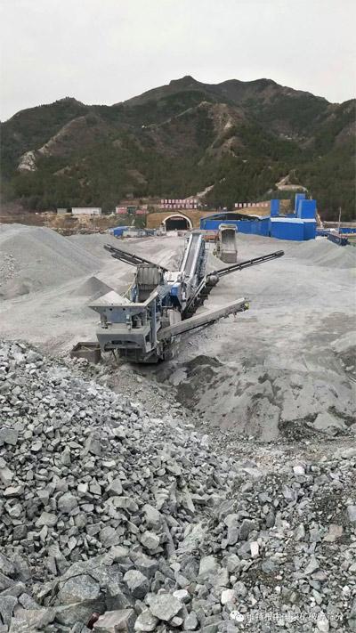 克磊镘设备正在破碎、筛分石料